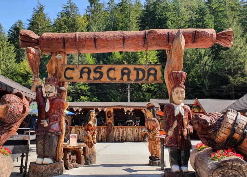 Cascada Slanic Moldova - Sculpturi cu drujba