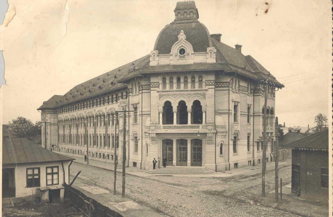 Ploiesti - Liceul IL Caragiale - imagine veche