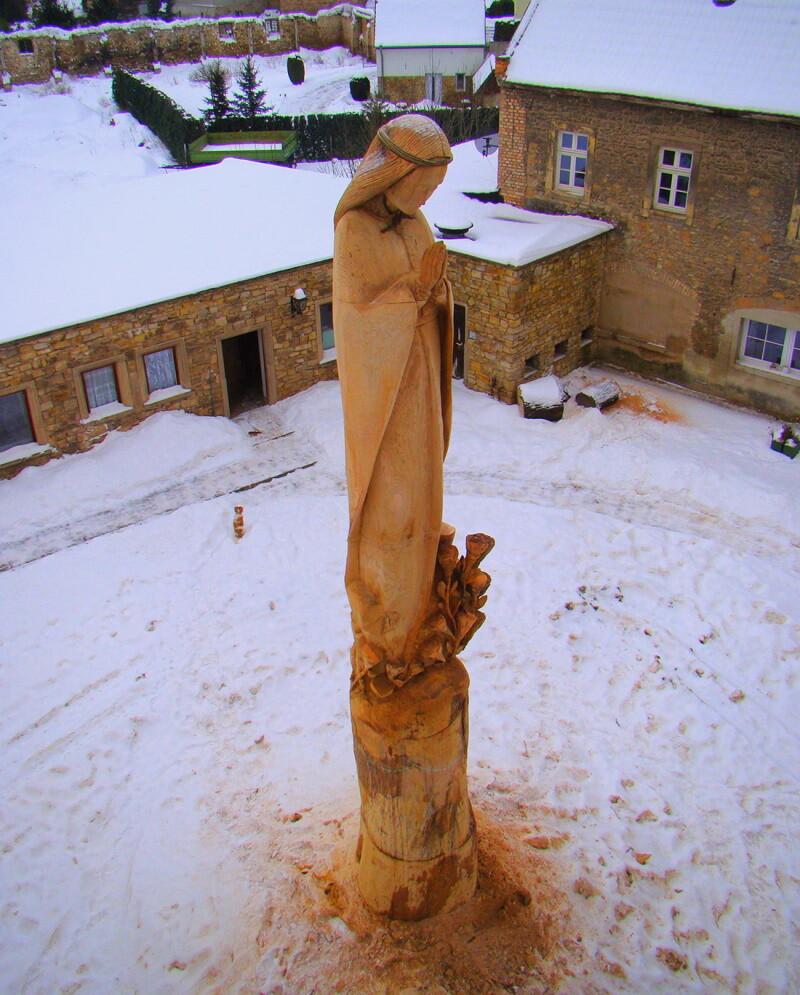 Statuia Fecioarei Maria de la Healing Castle - Matthew Crabb